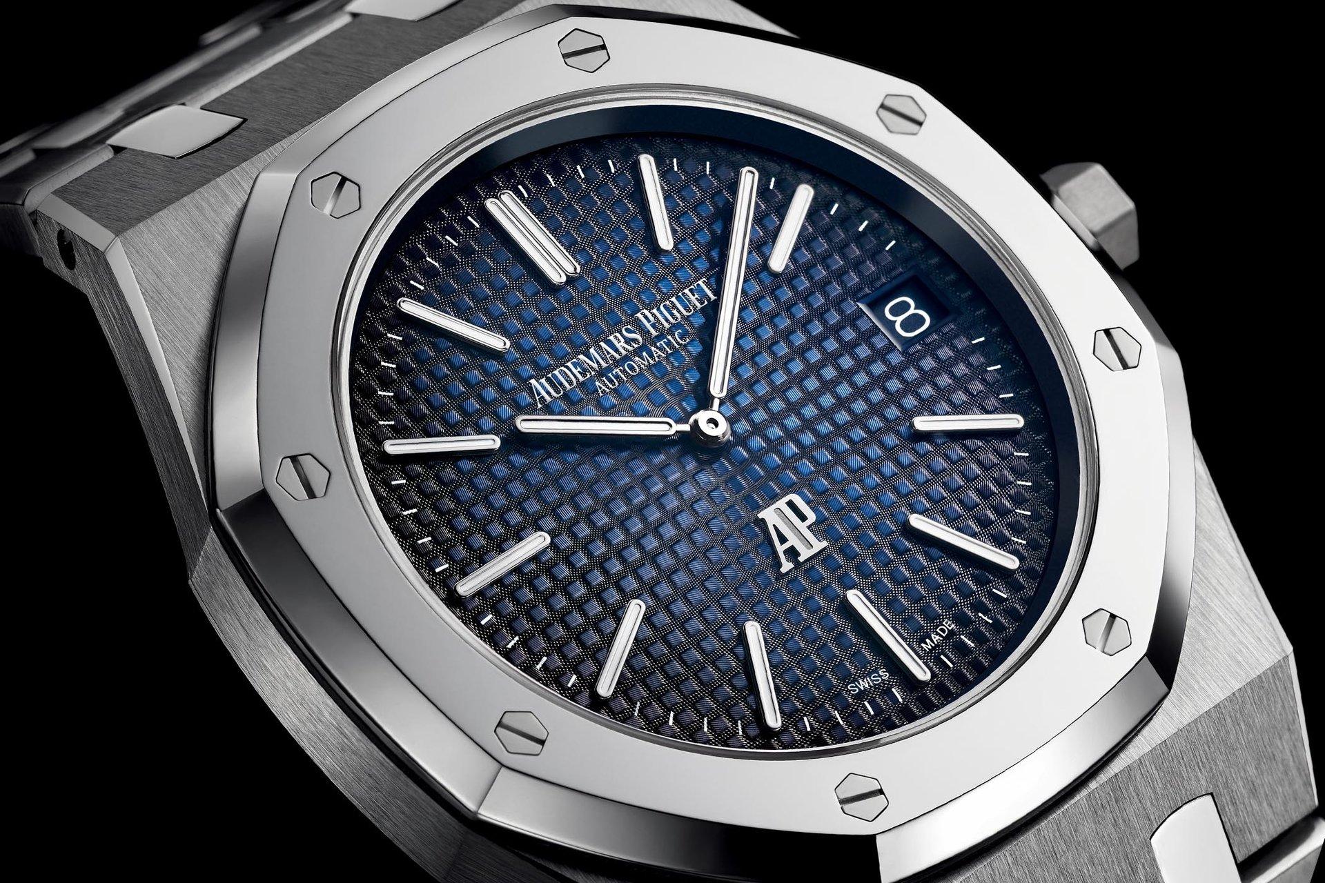 Audemars-Piguet-Royal-Oak-Jumbo-Extra-Thin-15202IP-titanium-smoked-blue-dial-SIHH-2018-2.jpg