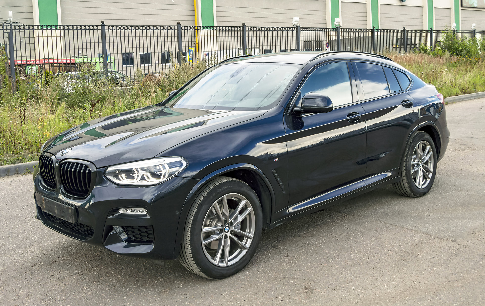 BMW X4 G02 с рейлингами.jpg
