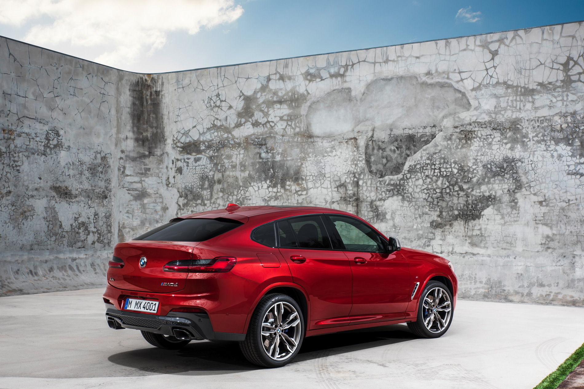 New-2018-BMW-X4-M40d-exterior-design-33.jpg