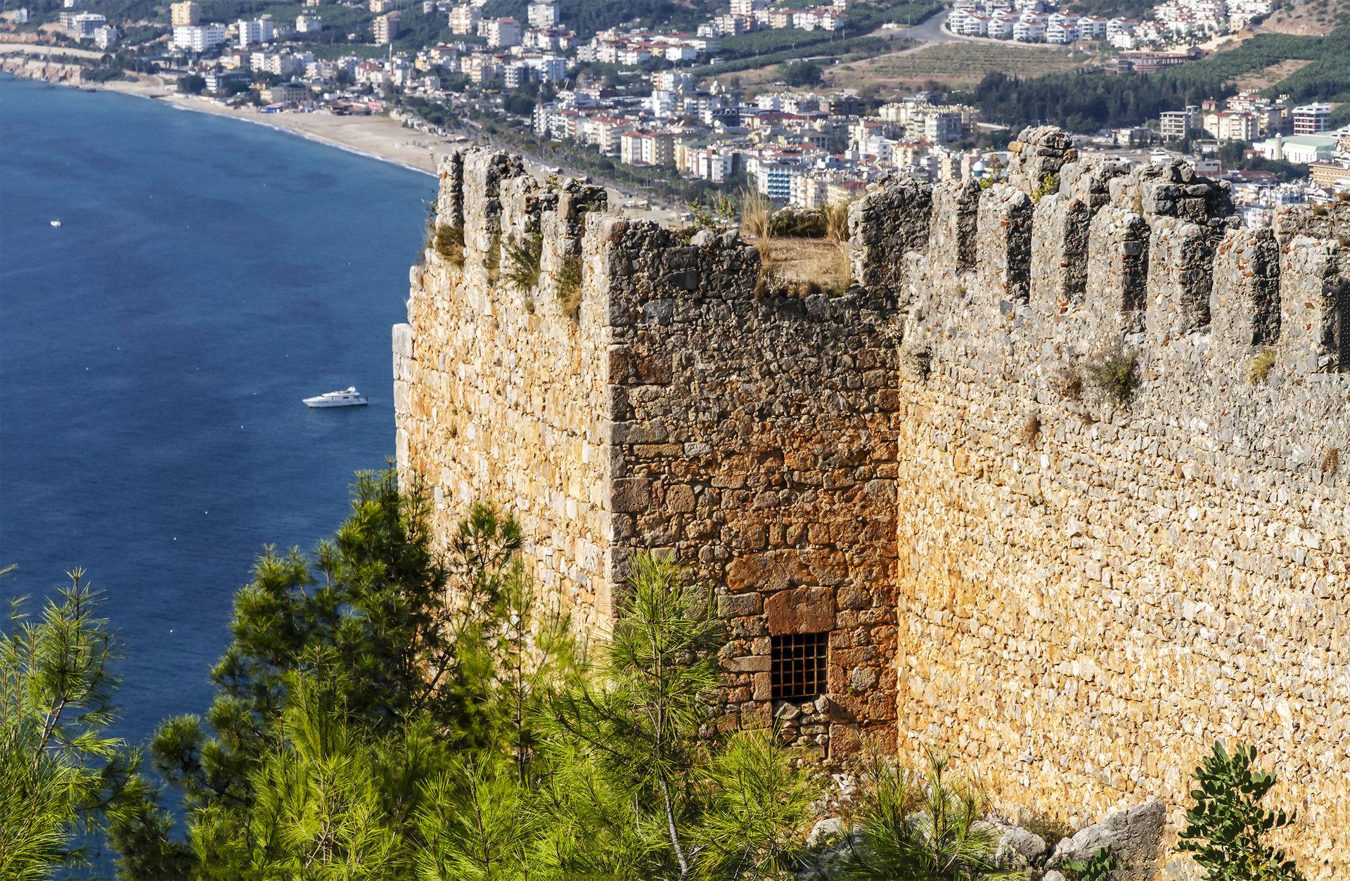 Вид с крепости Аланья на пляж Клеопатры..jpg